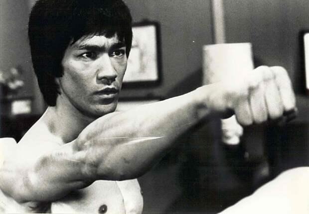 Bruce Lee bruce lee 26725305 1490 1037 Путь самосовершенствования: Советы от Брюса Ли