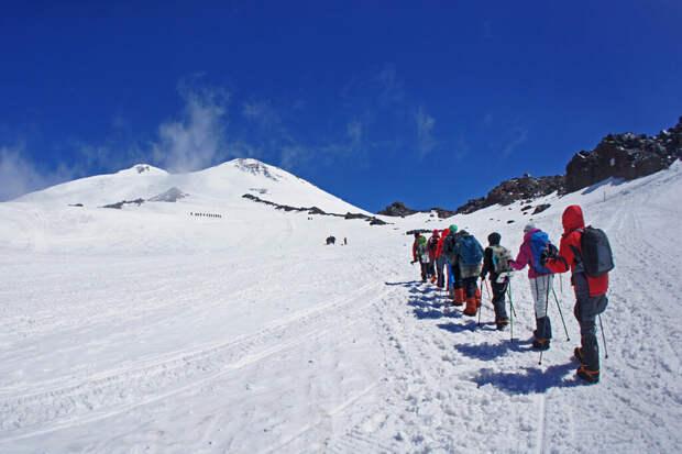 Турфирма объяснила, почему гид бросил туристов на Эльбрусе