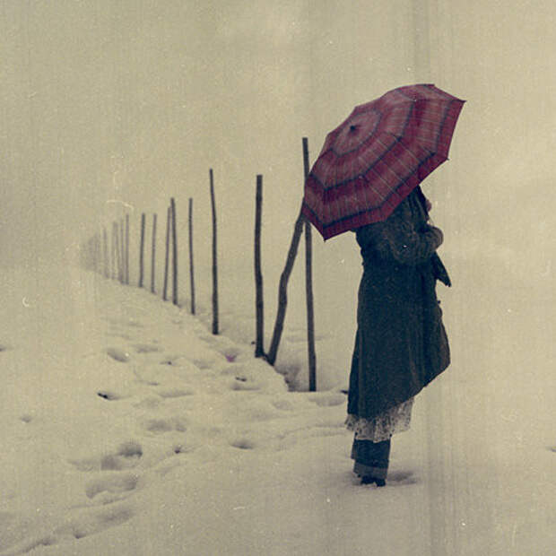 alone-girl-snow-umbrella-favim