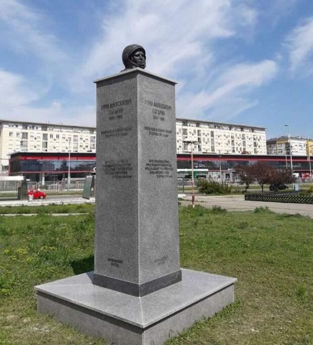 Странный памятник Юрию Гагарину