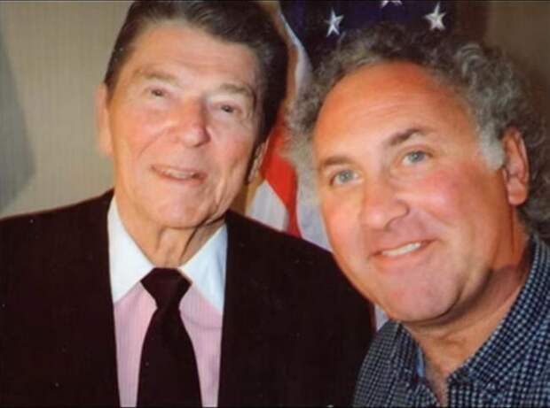 Рональд Рейган и Лестер Висброд, президент США и фотограф, 1980-е звезды, люди, фото