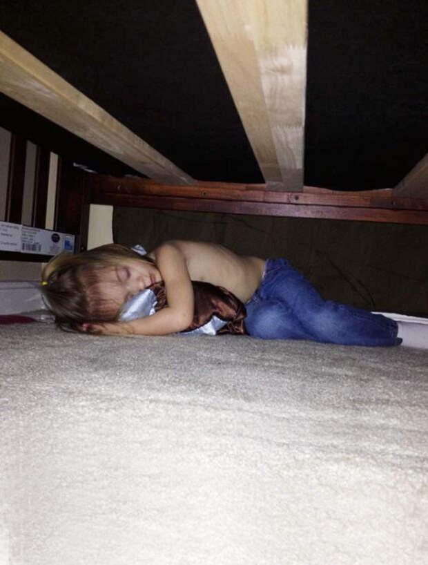30. Ведь прятаться – такое утомительное занятие! дети, маскировка, прятки, смешное, юмор