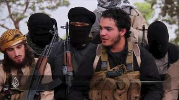 Атаки, которые устроили в Париже террористы-смертники, заставили весь мир очередной раз задуматься: кто эти люди? Что ими движет? Фото: REUTERS