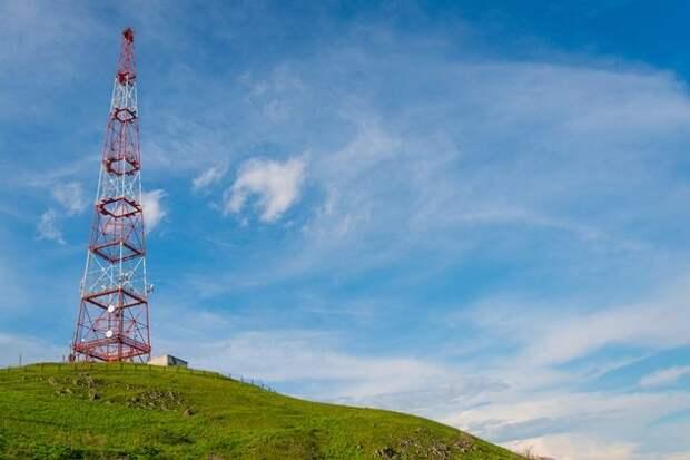 Вышка сотовой связи рядом с участком