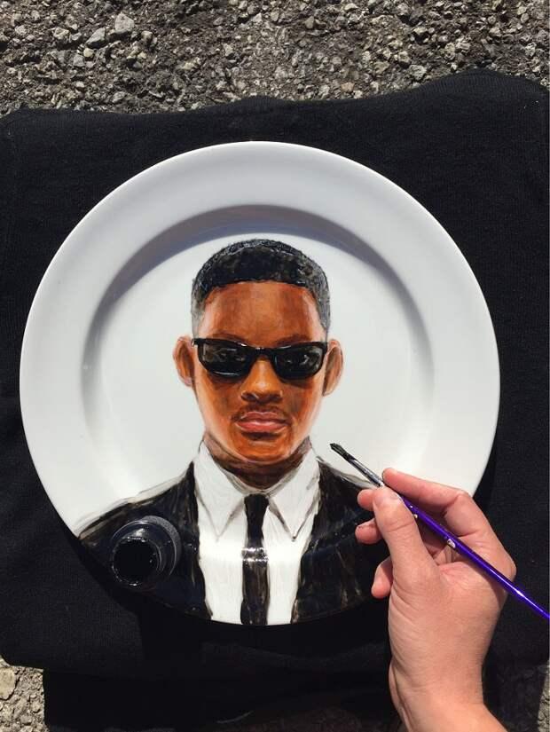 Кто на блюде? Художница рисует знаменитостей на тарелках