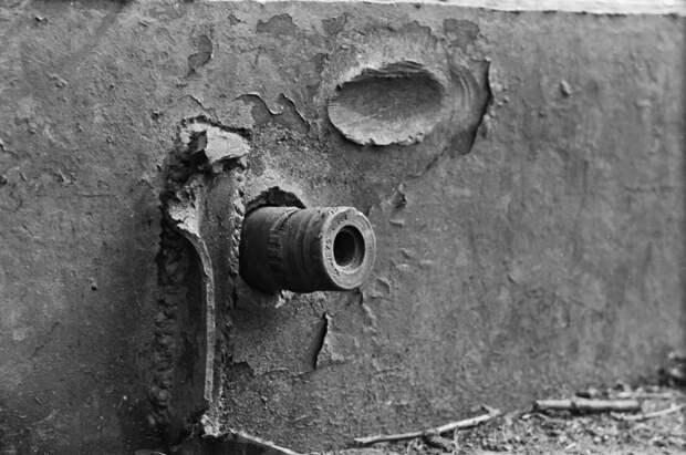 15. Немецкий снаряд застрял в броне советского танка КВ-1. интересное, исторические фото, история, фото