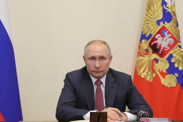 Путин дал поручение по индексации пенсий работающим пенсионерам