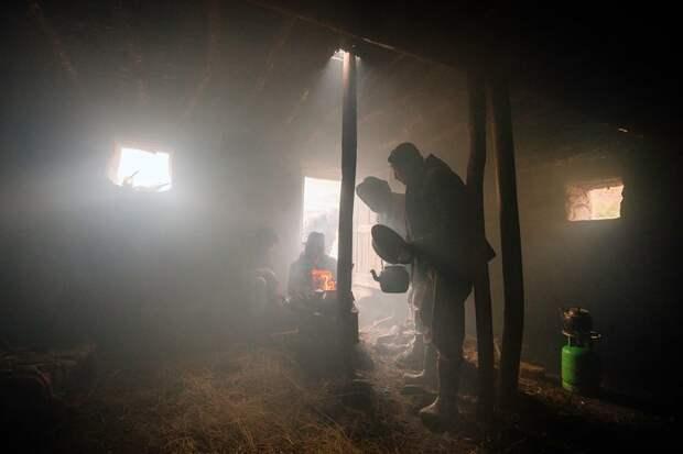 Приготовление обеда в каменном жилище Ваханский коридор, афганистан, вид, горы, природа, путешествие, фотомир