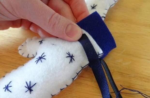 Игрушки на елку из фетра: декоративные рукавички. Как сделать новогодние игрушки из фетра своими руками