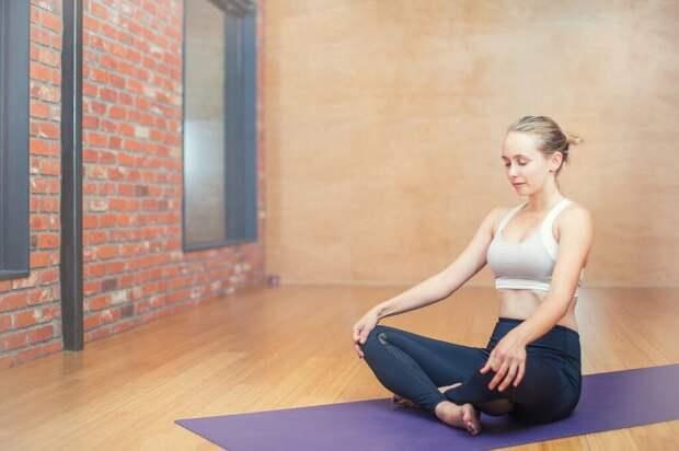 woman-3053492_1280-1024x682 Почему йога – лучшее хобби для людей с сидячей работой