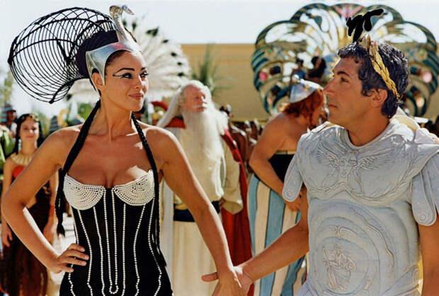 Моника Белуччи (Monica Bellucci) в фотосессии для фильма «Астерикс и Обеликс: Миссия «Клеопатра» (Asterix & Obelix Meet Cleopatra) (2002), фотография 14