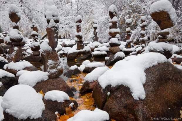 Сбалансированные каменные скульптуры, созданные Майклом Грэбом