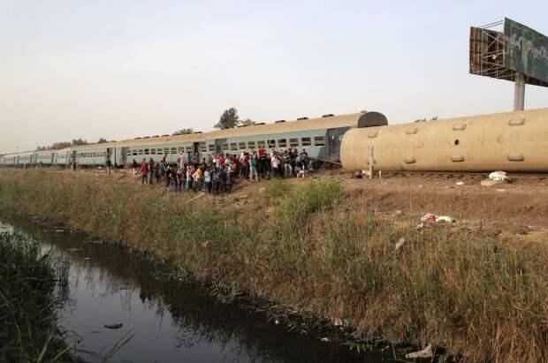 В Египте при сходе поезда с рельсов погибли восемь человек