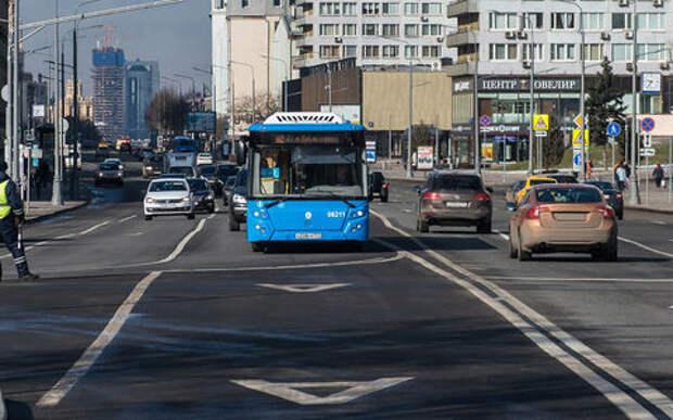 В Москве запретили ездить по выделенкам. Список всех улиц, где будут штрафовать