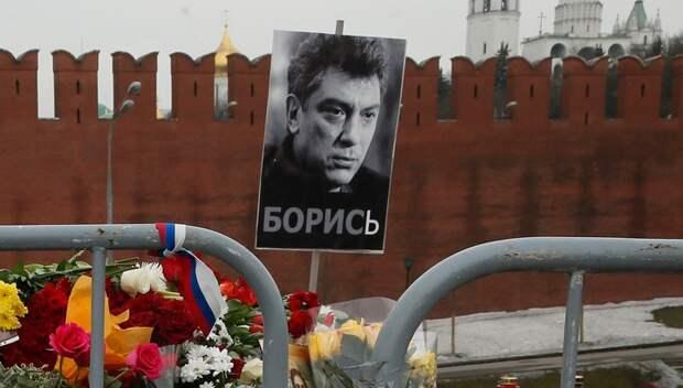 Мемориал Немцова у Кремля разграбили