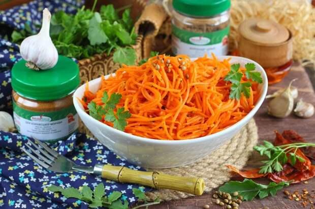 Сочная морковь по-корейски, базовый рецепт классической закуски