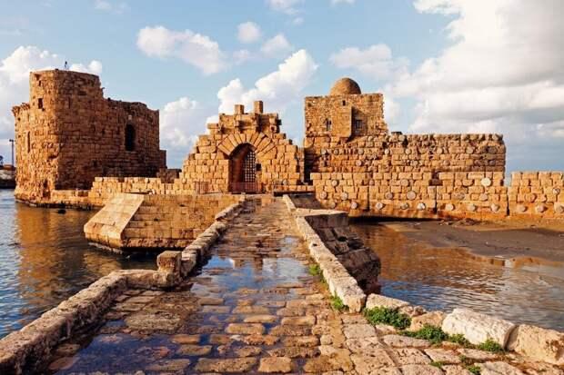 Руины средневековой крепости в Сидоне. Современное фото