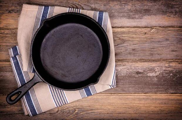 Запекаем целую курицу: хитрости поваров для сочного результата
