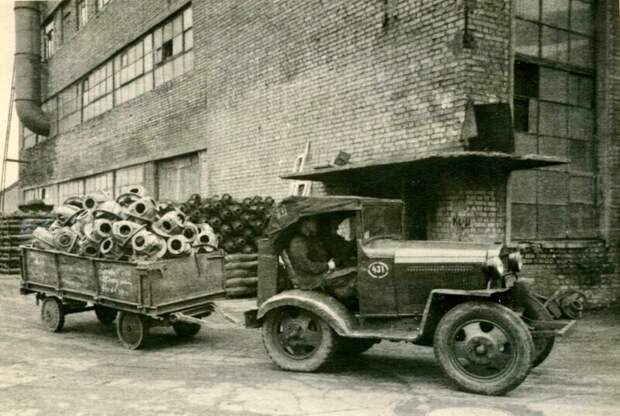 Фото 1950-х гг. Внутризаводской транспорт на Автобазе ЗиЛ