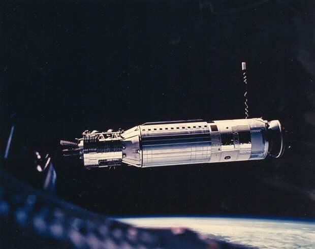 1966, март. С расстояния 102 км сближение проходило в автоматическом режиме.