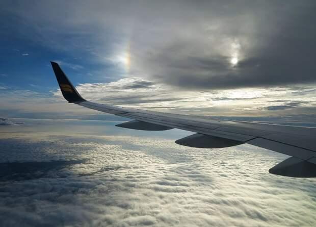 7 потрясающих феноменов, которые можно наблюдать из окна самолета