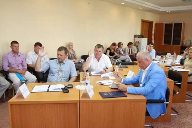 Комитет Госсовета Крыма собрался на каникулы - до этого решает важные вопросы (фото)