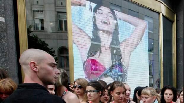 Билборды с моделями в нижнем белье предлагают запретить