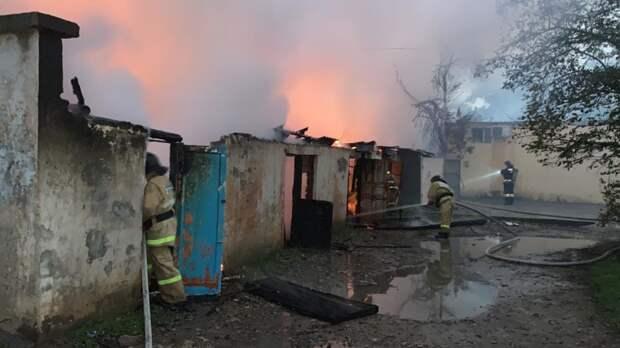 В посёлке Кача под Севастополем сгорели хозпостройка и мини-маркет