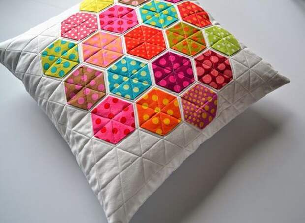 Пледы и подушки с шестигранниками (подборка, лайфхак)