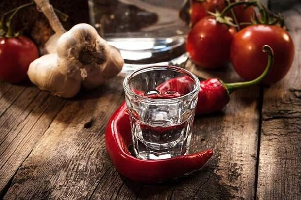 Не только внутрь: 12 самых необычных, но эффективных способов использования водки