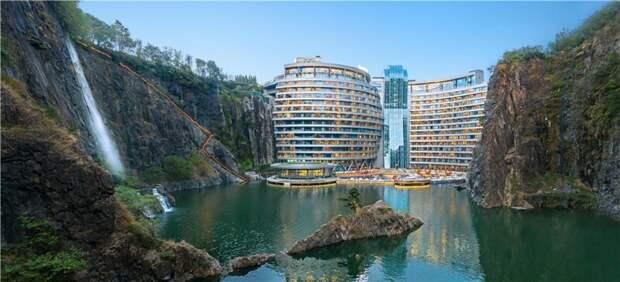 Глубоко внизу: пятизвездочный отель в заброшенном карьере архитектура, интересно, карьер, китай, китайцы молодцы, необычная архитектура, необычные здания, строительство