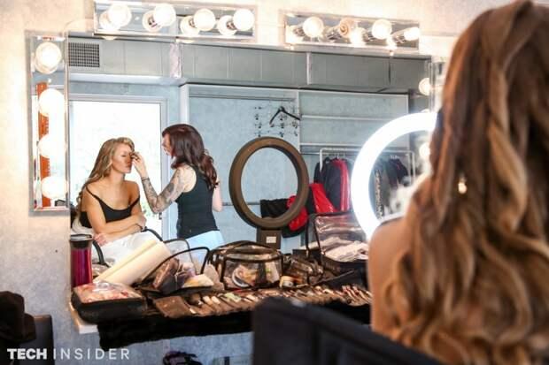 Мелисса Мерфи (Melissa Murphy) – визажист в киноиндустрии для взрослых. Она превратила в секс-бомбы сотни мужчин и женщин.