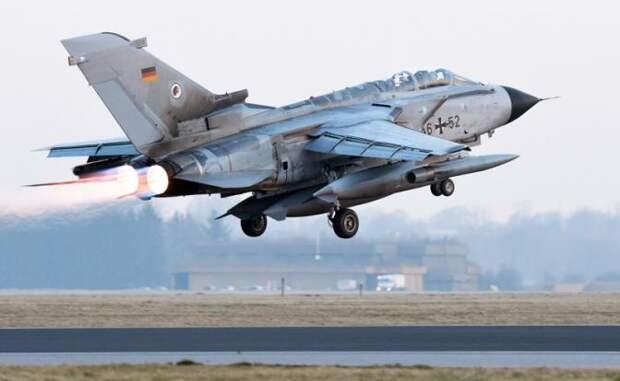 На фото: истребитель-бомбардировщик «Торнадо»