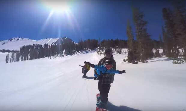 Смелые родители, малыши и сноуборд – видео