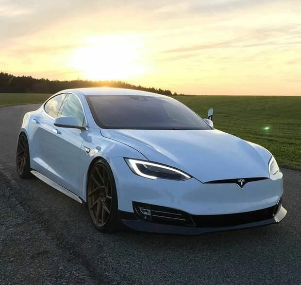 Tesla стала самой дорогой автокомпанией: а где Мерс?