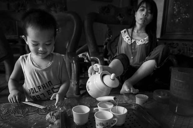Благодаря ногам Нгует может самостоятельно выполнить практически любую работу вьетнам, девушка, инвалид