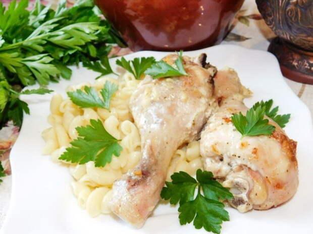 Курица в сметане с чесноком в духовке
