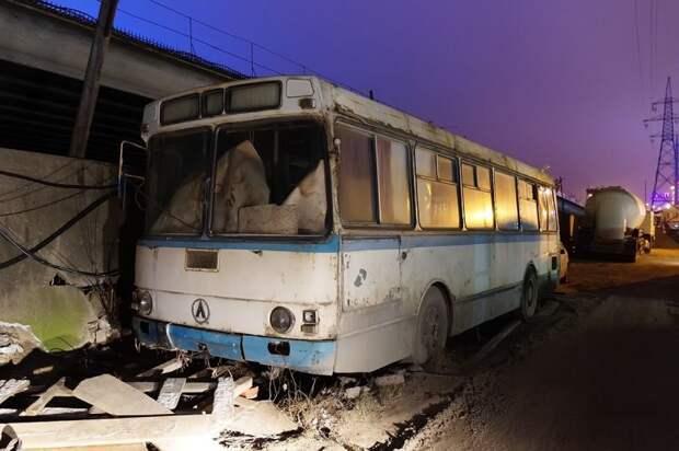 Ноябрь 2017. Таким ЛАЗ-4969 предстал при первом осмотре ЛАЗ, ЛАЗ-4969, авто, автобус, кухня, олдтаймер, ретро техника, фудтрак