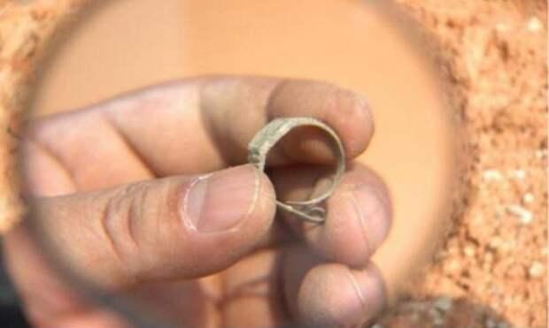 Загадка швейцарских часов, найденных внутри 400-летней китайской гробницы