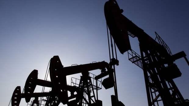 Почти на 8 млн баррелей увеличились запасы нефти в США за неделю