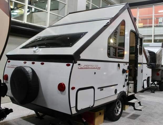 Посмотрим на несколько других кемперов, представленных на выставке, например, трейлер от Flagstaff: авто, дома на колесах, кемпинг, отдых, прицепы, трейлер, трейлеры, фото