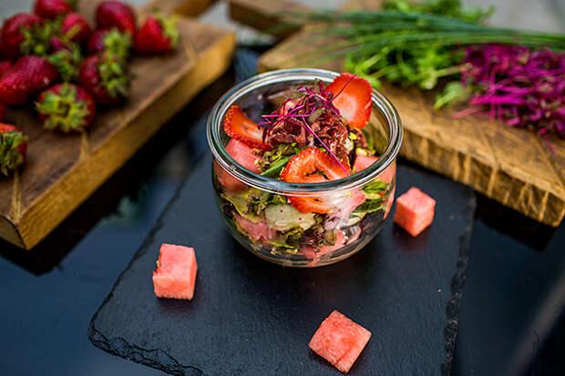 салат с уткой и арбузом