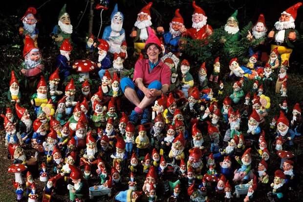 Миллениум запомнился авторам Книги рекордов Гиннесса достижением Энн Эткин, сумевшей собрать крупнейшую в мире коллекцию садовых гномов. На момент регистрации рекорда ее собрание насчитывало 2 тысячи 42 фигурки.
