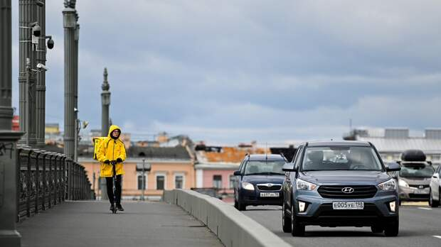Жители России стали на 38% чаще пользоваться сервисами доставки