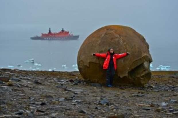 Из Мурманска вышел первый круизный ледокол на Северный полюс