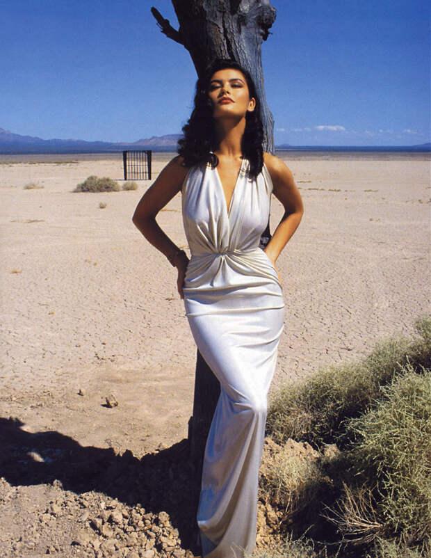 Кэтрин Зета-Джонс (Catherine Zeta-Jones) в фотосессии Рона Вулфсона (Ron Wolfson) на съемках клипа For All Time (май 1992), фото 1