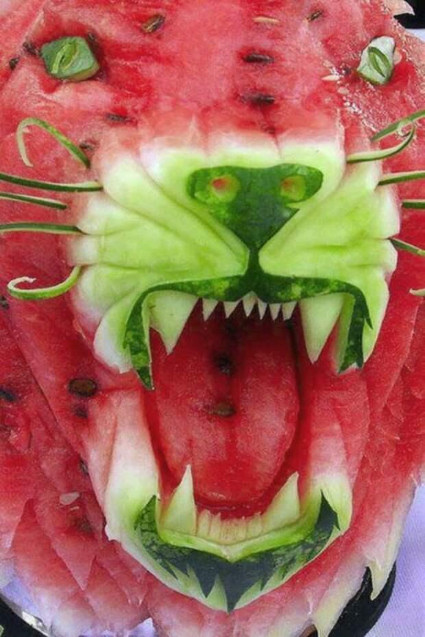 Карвинг - Голова льва из арбуза