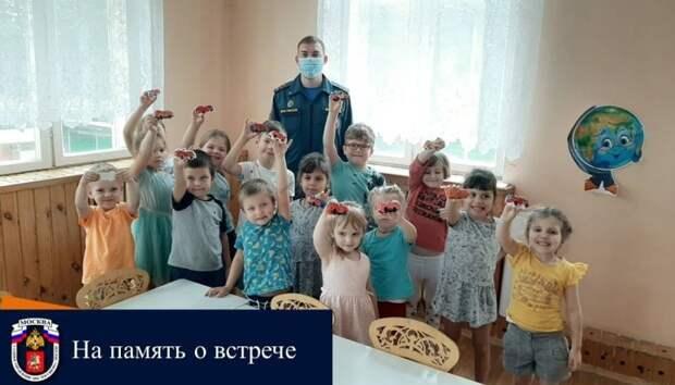 Сотрудники МЧС встретились с дошкольниками