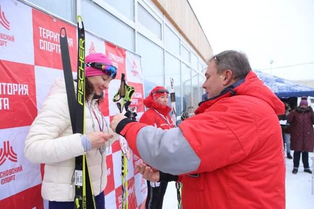 Более 200 человек в ЮВАО приняли участие в «Лыжне России».фото - Ярослав Чингаев