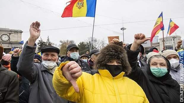 Власть антироссийской президентши Молдавии повисла на волоске